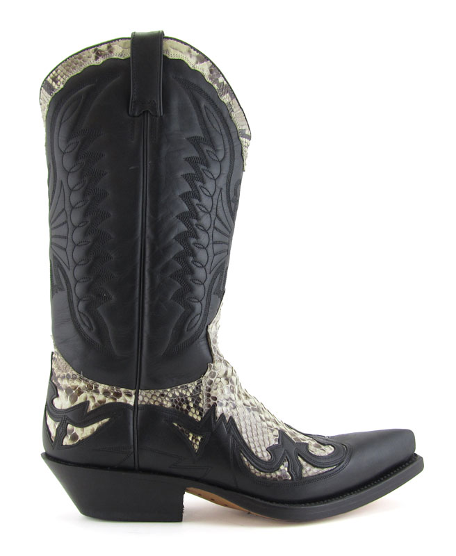 Cowboys and Kisses- Sendra boots  e08634967fd